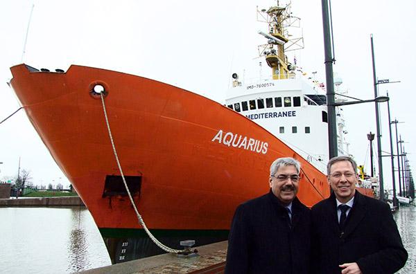 Melf Grantz, links und Carsten Sieling, rechts, vor der AQUARIUS