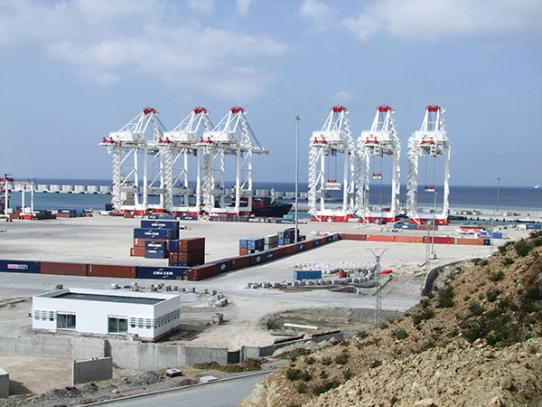 Der moderne Containerhafen von Tanger Med in Marokko, Ziel der FRS-Fähre MAROC EXPRESS vom spanischen Motril.