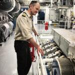 Chief Martin Warner vor einem seiner vier Bergen-Gasmotoren auf der RoPax-Fähre MS Bergensfjord.