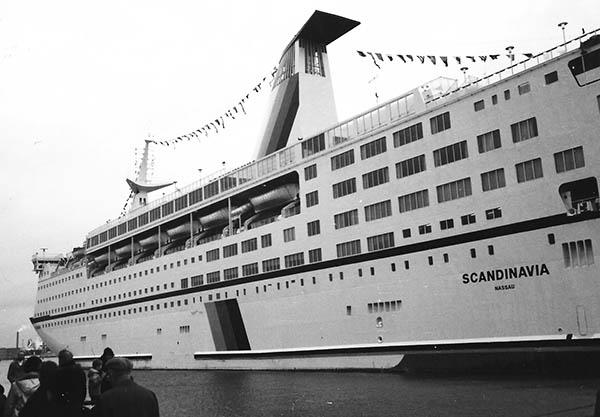 """Eine """"Notlösung"""" war von 1984 bis 1985 der Einsatz der SCANDINAVIA als Nachtfähre auf der DFDS-Stammstrecke Kopenhagen – Oslo."""