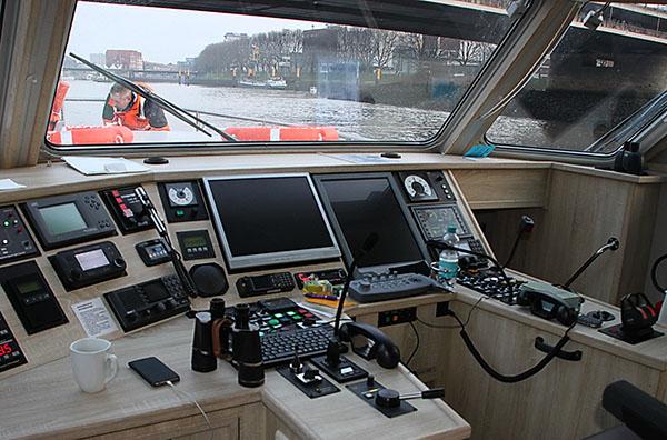Fahrstand von Peil- und Vermessungsschiff, MS SEEADLER.