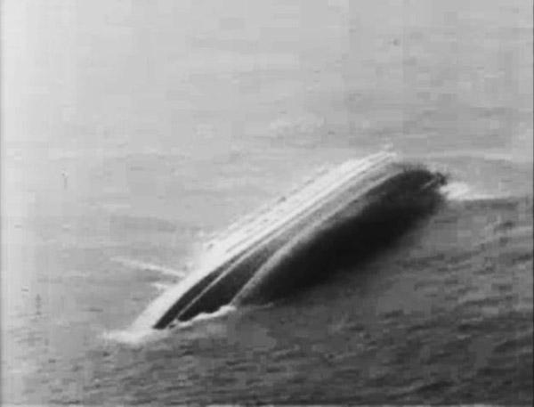 MS ANDREA DORIA sinkt im Nordatlantik.