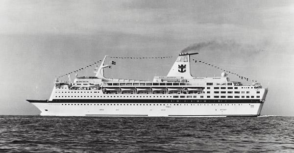 12 Jahre lang, von 1990 bis 2002, war die ehemalige SCANDINAVIA als Kreuzfahrtschiff VIKING SERENADE für die Royal Caribbean Cruise Line (RCCL) im Einsatz.