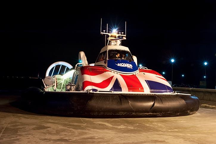 Der neue Hovercraft 12000TD während Tesfahrten.