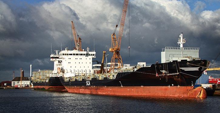 Einbau der Scrubber bei der CONDOR und CORSA im März 2016 bei der Lloyd Werft in Bremerhaven.
