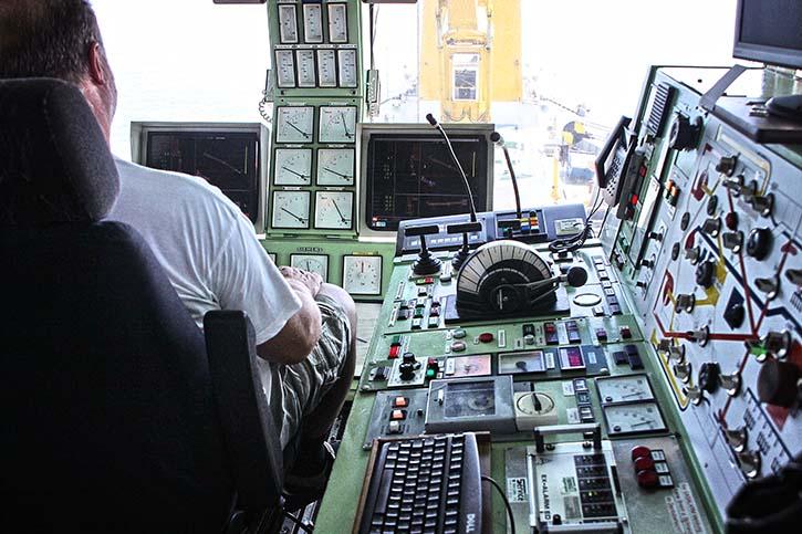 ..hier hat auch der Baggermeister seinen Arbeitsplatz von dem er den Baggervorgang genau kontrolliert.