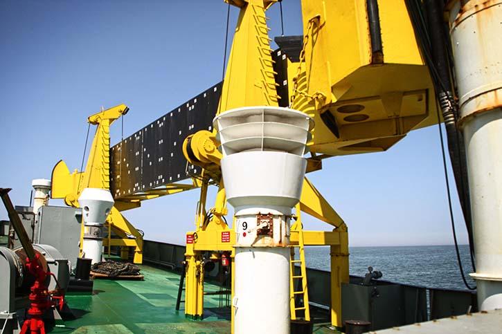 Die NORDSEE wird auch als Ölauffangschiff eingesetzt. Auf dem Bild ist einer der beiden Skimmer zu sehen.