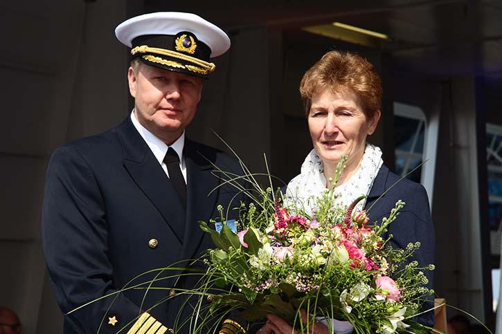 BERLIN-Kapitän Hartmut Adam und Taufpatin Ines Rehberg.