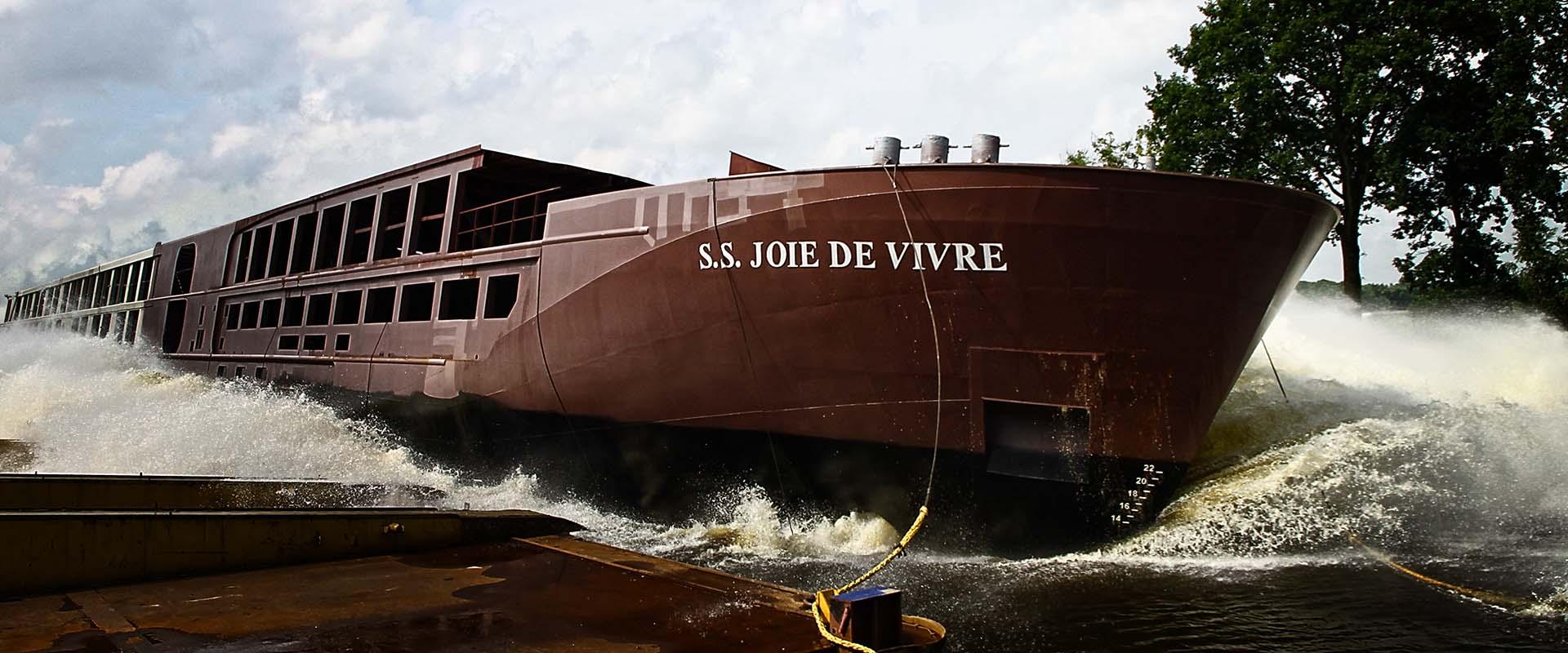 S.S. JOIE DE VIVRE bei Stapellauf.