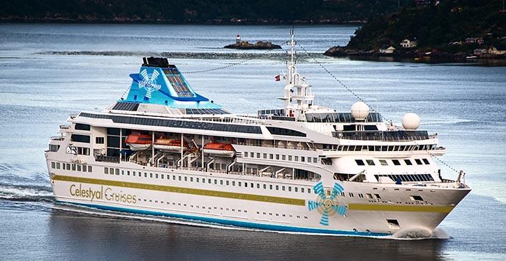Die CELESTYAL NEFELI im Farbkleid ihres neuen Besitzers Celestyal Cruises.