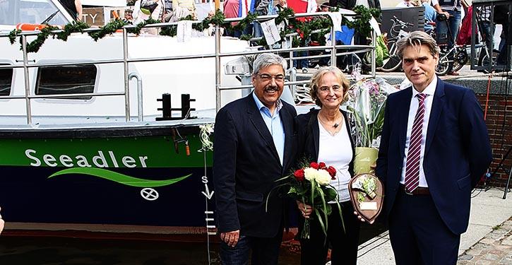 Von Links: Oberbürgermeister Melf Grantz, Karin Lochte, bremenports Geschäftsführer Robert Howe.