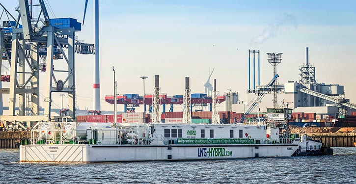 "LNG Hybrid Barge ""HUMMEL"" im Hamburger Hafen."