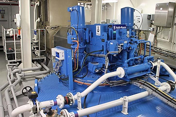 Den Vortrieb übernehmen an beiden Schiffsenden je zwei von wassergekühlten Elektromotoren angetriebene RollsRoyce Azimuth Ruderpropeller.
