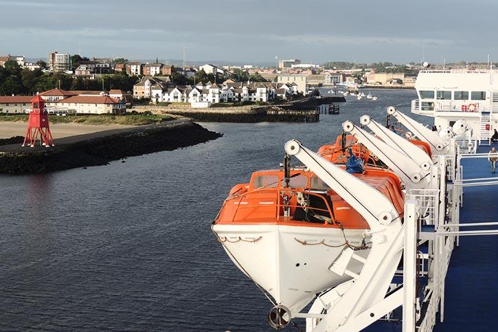 PRINCESS SEAWAYS läuft in Newcastle ein.