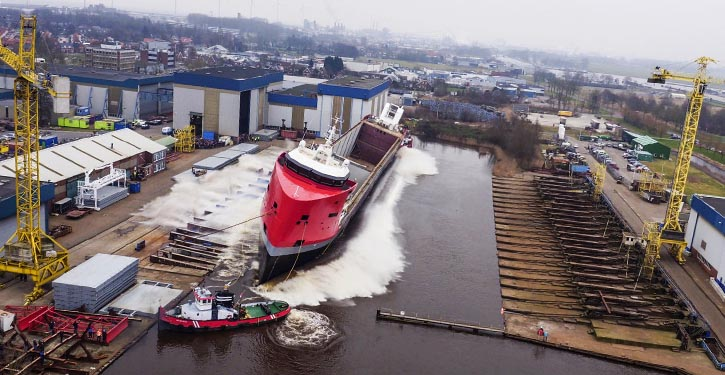 Querstapellauf der EGBERT WAGENBORG bei der Royal Niestern Sander Shipyard.