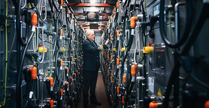 Batterieraum mit 640 Batterien à 90 kg und einer Gesamtkapazität von 4.160 kWh. ©ForSea