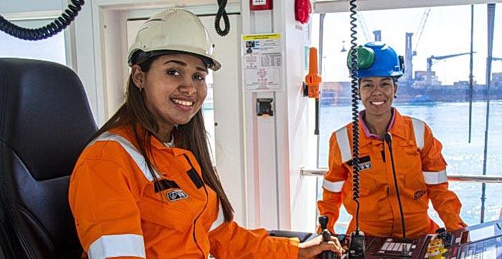 Captain Maria de los Santos (left) and Chief Engineer Marysabel Moreno
