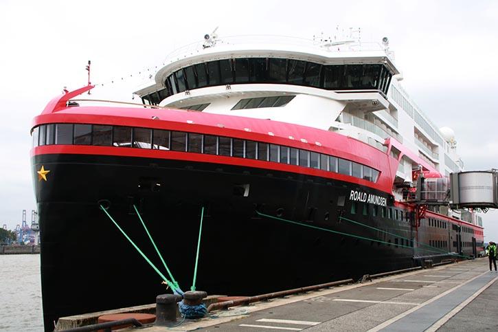 ROALD AMUNDSEN auf Jungfernfahrt am 11. Juli 2019 in Hamburg-Altona.