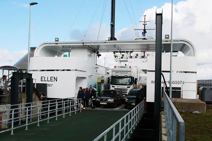 ELLEN ist eine Doppelend-Fähre: 31 PKW oder 4 LKW und 8 PKW können befördert werden.