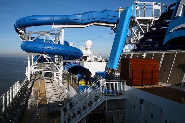 Wasserrutschen an Bord der NORWEGIAN ENCORE.