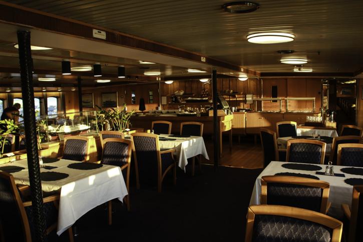 Das elegante Restaurant auf der MS LOFOTEN