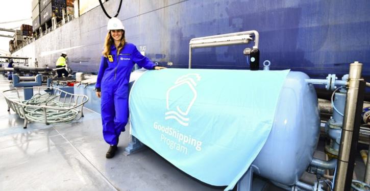 Ein CMA CGN-Containerschiff bunkert Biokraftstoff
