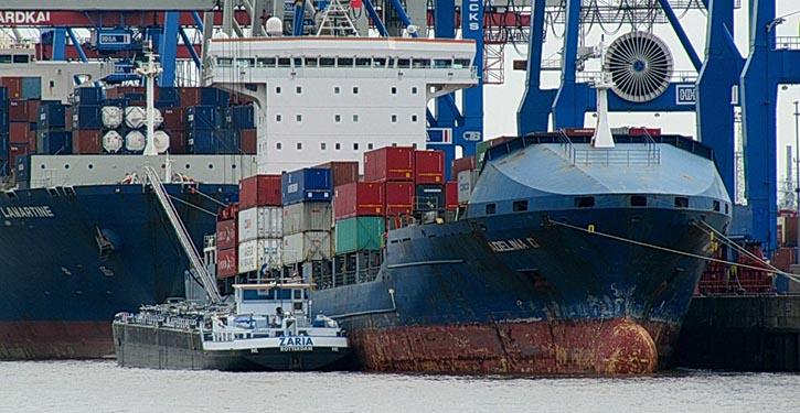 Betankung von Containerschiff