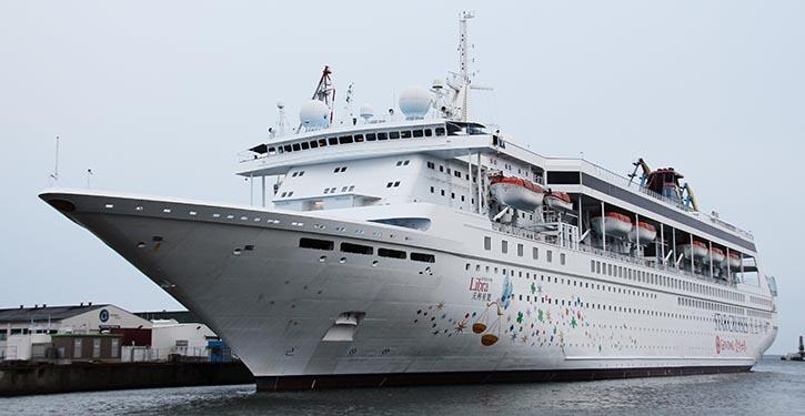 Die SUPERSTAR LIBRA im Februar 2020 am Werftkai in Wismar.