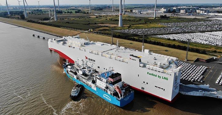 ENGIE ZEEBRUGGE bebunkert im Ship-to-Ship Verfahren die SIEM CONFUCIUS